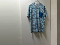 NEW COMME des GARCONS REPEATING PATTERN T-SHIRTS WITH POCKET(新品 コム デ ギャルソン 総柄仕様 ポケット付き Tシャツ)(M)